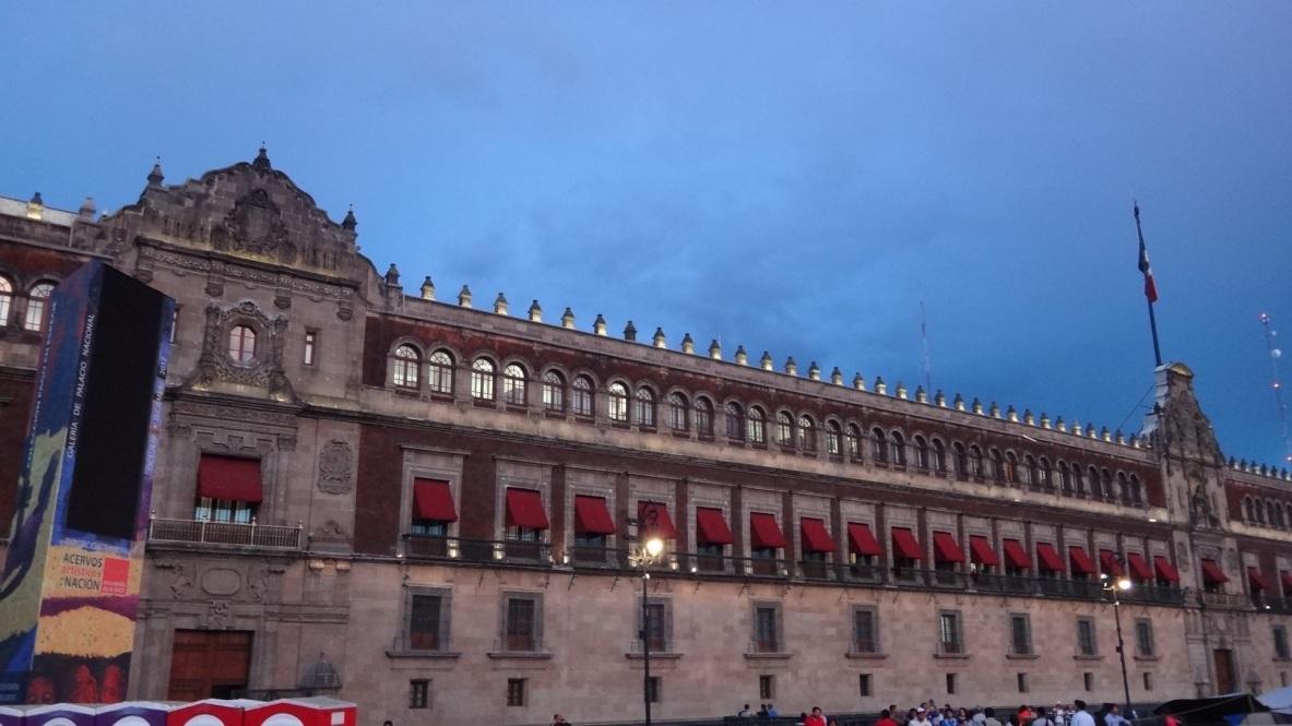 Palacio Nacional, Ciudad de México. Fue construido sobre los restos del Palacio de Moctezuma y de la casa de Hernán Cortés.